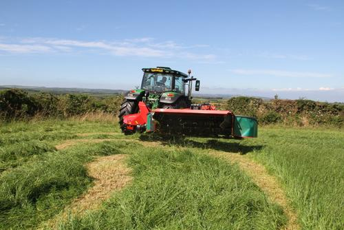 Kverneland 3332 MT - efficient headland turning